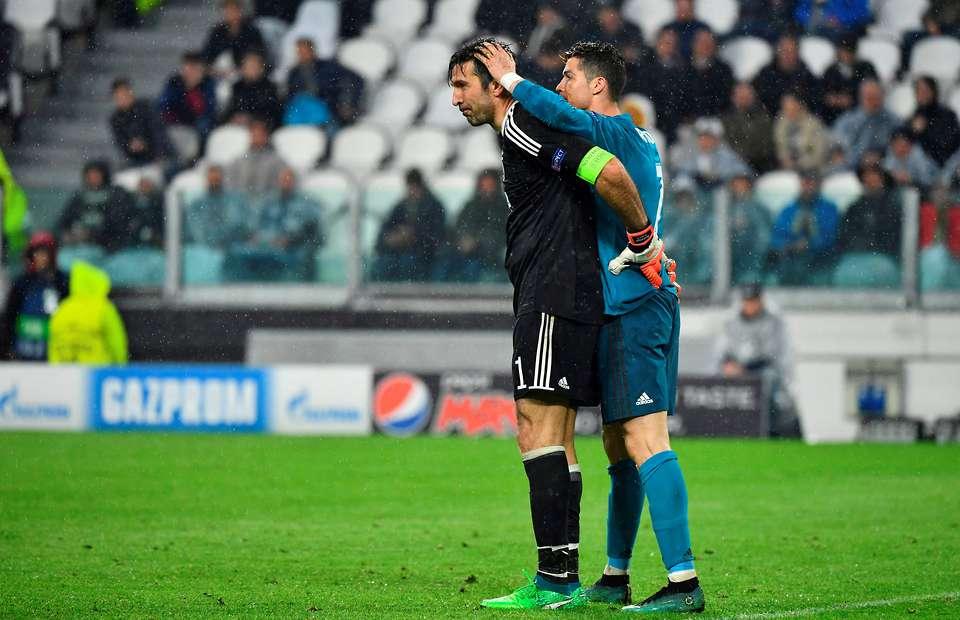 Gianluigi Buffon: Khi người đàn ông ngừng khóc!