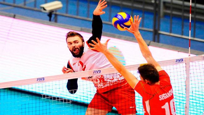 """""""Quái kiệt"""" bóng chuyền Serbia: Tay trái siêu phàm, thiêu rụi mọi rào chắn"""