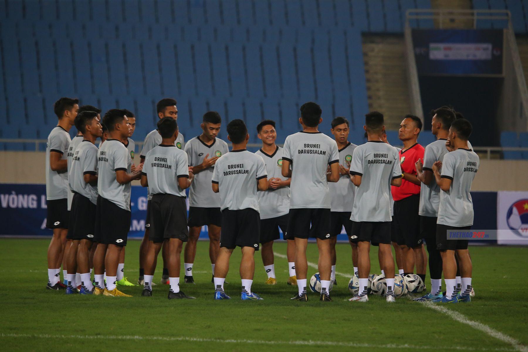 Đội tuyển U23 Brunei cầu nguyện trước trận gặp Việt Nam