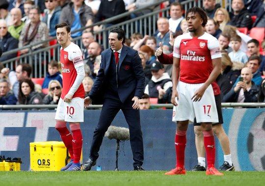 Đại chiến với M.U, Arsenal lo sụp đổ dây chuyền