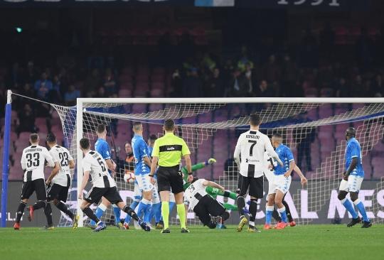 Trực tiếp Napoli 1-2 Juventus: Insigne trượt penalty