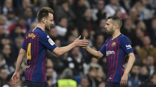 Rakitic lên tiếng, Barca tiếp tục đả bại Real trên Bernabeu
