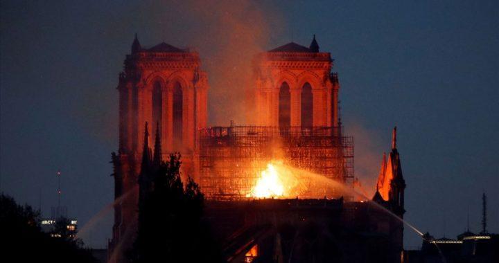 Pháp: Cháy Nhà thờ Đức Bà Paris những hình ảnh rơi nước mắt từ hiện trường