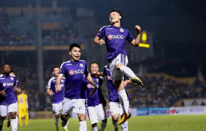 Quang Hải lập siêu phẩm, Hà Nội dội mưa bàn thắng vào lưới SLNA