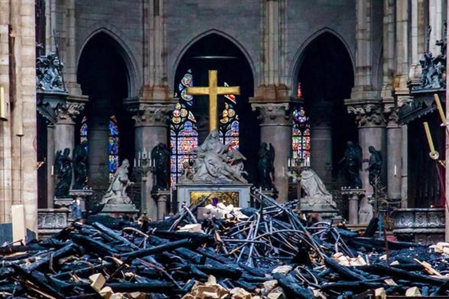 Hé lộ nguyên nhân ban đầu vụ cháy Nhà thờ Đức Bà Paris