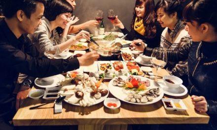 Ý nghĩa giấc mơ ăn uống là điềm báo gì? Giải mã giấc mơ ăn uống
