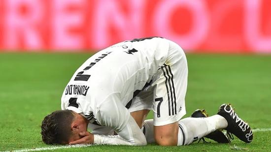 Cứu Juventus khỏi trận thua bẽ bàng Ronaldo vẫn bị lên án