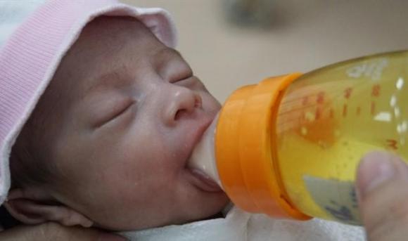 Bị mẹ bỏ rơi 2 lần bé gái sơ sinh và câu nói chua xót khiến nhiều người đau nhói