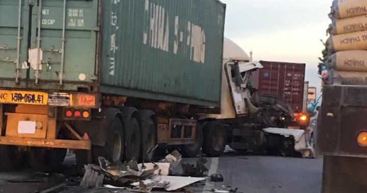 Container nát bét gần vụ tử vong 5 người ở Hải Dương