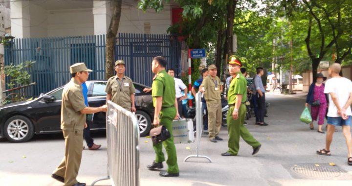 Nghĩa Tân Hà Nội: Thanh niên nghi đâm chết 2 nữ sinh rồi nhảy lầu tự tử