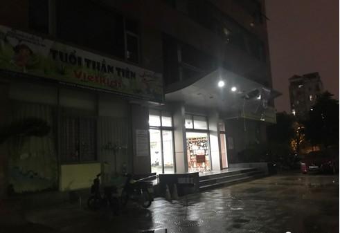 Hà Nội: Một phụ nữ rơi từ trên tầng Khu đô thị Cổ Nhuế xuống sảnh