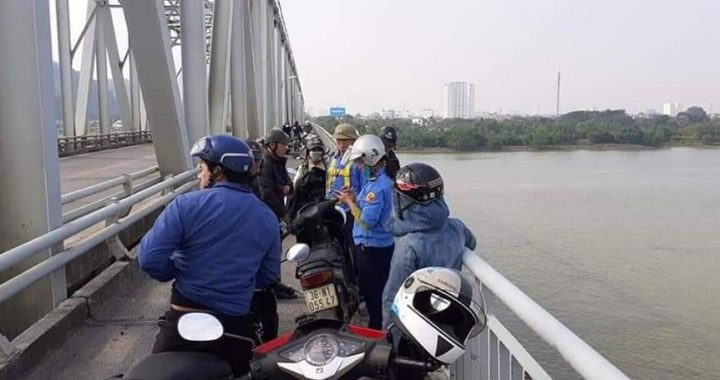 Để lại xe máy, người đàn ông nhảy xuống sông quyên sinh