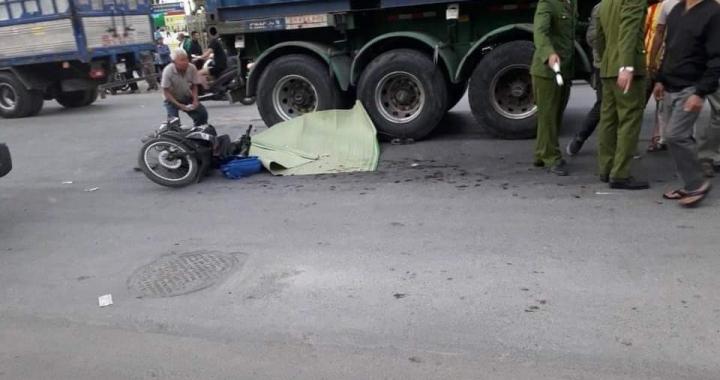 Quá thương tâm hai cháu bị cuốn vào gầm container khi ông đón trên đường đi học về