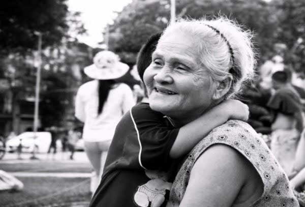 Mơ thấy bà nội cười